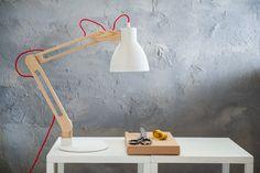 Eigen Huis en Tuin | Praxis. Met hout gecombineerde bureaulamp.