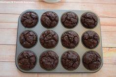 Νόστιμες κ Υγιεινές Συνταγές: Νηστίσιμα σοκολατένια Brownie-Muffin με καρύδια, χωρίς βούτυρο, ζάχαρη, αυγά και μίξερ Brownie Muffin, Vegan Brownie, Pudding, Yummy Food, Sweets, Baking, Healthy, Desserts, Recipes