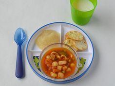 Sopa, galletas y puré de manzana