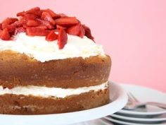 Tarta deliciosa de fresas con nata