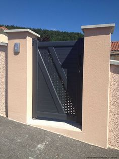 Harmonisez portail et portillon pour embellir l'entrée de la maison...