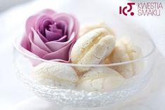 Makaroniki migdałowe przekładane białą czekoladą