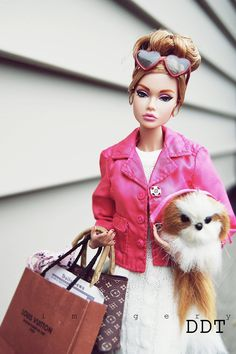 A barbie, a cat and her style. what else u want in ur girl! Barbie Life, Barbie World, Barbie Fashion Royalty, Fashion Dolls, Barbie Dress, Barbie Clothes, Pink Barbie, Poppy Doll, Poppy Parker