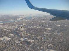 Vue aérienne de Montréal et du stade olympic / Aerial view of Montreal and the Olympic Stadium  © Pascal Tanguay