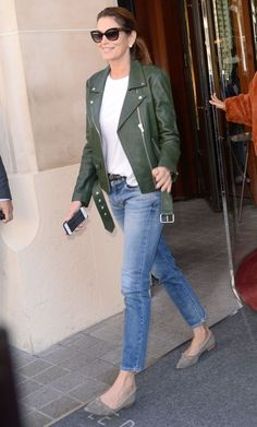 3 Foolproof Ways to Style Skinny Jeans Like Cindy Crawford Ripped Jeggings, Ripped Knee Jeans, Ripped Skinny Jeans, Cindy Crawford, Looks Com Jeans Skinny, Jean Outfits, Casual Outfits, Jeans Boyfriend, Cropped Denim Jacket