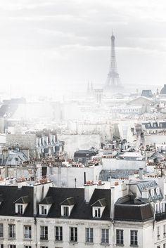 Paris Fotografie Eiffelturm in Nebel Paris von GeorgiannaLane