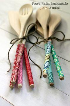 Colheres de pau com aplicação de tecido no cabo