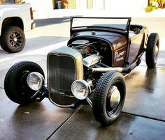 '28 Ford Roadster #28ford #1928ford #roadster #hotrod #hamb #kustom #custom #chopped #choptop #hopup #hopuplive #exelciorstahlsportradial #Brookville #deucerails #babymoons #sbc #t5 #saltflats #lowboy #hiboy