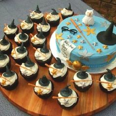 Awesome Harry Potter cake and cupcakes :)