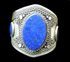 Ręcznie wykonana, etniczna bransoleta. Pięć kamieni lapis lazuli z pięknymi zdobieniami.