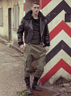 Impressive as ever, the Balmain Homme look-book is exceptionally masculine, with its heavy military influences. Model Anders Hayward at Banana's Paris is cast by Emilie Le Goff and phot… Rugged Style, Militar Jacket, Jacket Men, Style Brut, Men's Style, Military Fashion, Mens Fashion, Military Looks, Stylish Men