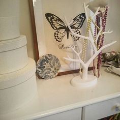 Detaljer fra jenterommet med Dims walldots  Details from my daughters rom.  Dinevakreting.no  #dimsdims #dims #walldots #jenterommet #barnerom #interior #interiørinspirasjon #interiørdetaljer #interior444 #interiør123 #interior_and_living #interiorwarrior #styling #mitthjem #myhome #interiørmagasinet #homedecor #homedecorating #skandinaviskehjem #nordiskehjem #decor #decoration #homedecor