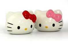 Hello Kitty - Salt & Pepper Shakers