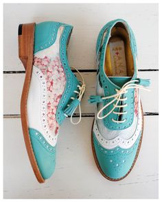 ABO + Ana Ljubinkovic brogues with mint and flowers # abo # aboshoes # br . Pretty Shoes, Beautiful Shoes, Cute Shoes, Me Too Shoes, Grunge Style, Soft Grunge, Dream Shoes, Crazy Shoes, Timberland Boots