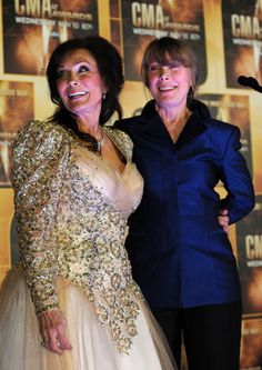 Loretta Lynn and Sissy Spaceck together in the pressroom following the 44th annual CMA Awards on Nov. 10, 2010