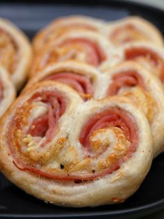 Palm trees for the aperitif! : Palmiers recipe for aperitif .- Palm trees for the aperitif! : Palm tree recipe for an aperitif! Snacks Für Party, Appetisers, Finger Foods, Food Inspiration, Appetizer Recipes, Love Food, Food Porn, Food And Drink, Easy Meals