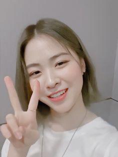 Seulgi, Nayeon, Hair Inspiration, Cool Girl, Ulzzang, Kpop, Yuu, Random, Girls