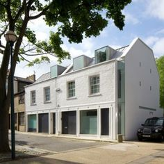 Robert Dye Architects extends a London  mews house by pushing out a wall #notetoself: m'siandevelopersideal