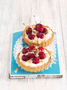 Vanille-Kirsch-Tarteletts mit Mandeln   http://eatsmarter.de/rezepte/vanille-kirsch-tarteletts-mit-mandeln