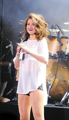 Selena Gomez... I love her hair here.... I love her here!