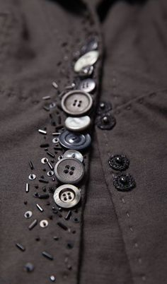 64 Ideas For Sewing Clothes Refashion Ideas Buttons What is the primary purpose of sewing? Yeah, sew something to wear, … Sewing Hacks, Sewing Crafts, Sewing Projects, Button Art, Button Crafts, Fashion Details, Diy Fashion, Fashion Ideas, Steampunk Fashion