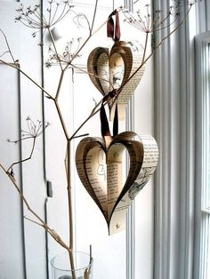 Do you ever wonder what you should do with your old books? Throwing them away might prove to be wasteful so why not arrange them into heart shaped crafts such as this? Perfect and simple, very easy to make as well.