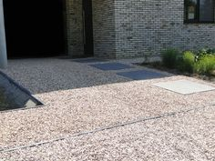 Oprit in grind in combinatie met betontegels (megategels)