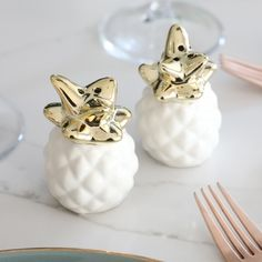 Looking for condiment holders? These salt and pepper pineapple pots are what you need in your life! With Free Worldwide Delivery at Lisa Angel.