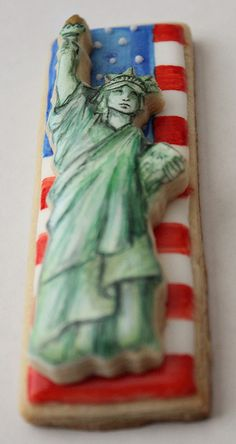 Patriotic Fourth of July 4th decorated cookies - Statue of Liberty on an American flag by Arty McGoo. Wow!
