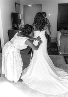 Nothing more exciting than the bride putting on her beach wedding dress! (Wedding Photography by Fun In The Sun Weddings) https://funinthesunweddings.com/
