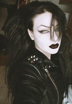 Trad-Goth girl look