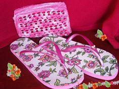 Chinelos Company, criação de chinelos personalizados. Bolsa de croché com lacre de lata.
