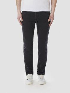 Indigo SELECTED Homme - Skinny fit - 98 % Baumwolle, 2 % Elastan - Fünf Taschen - Knopfleiste - Design aus Italien - Weiche Denim-Qualität. Wenn du auf der Suche nach einer lässigen Jeans bist, hast du gerade eine gefunden. Trage die Skinny-Jeans mit einem dicken Strick oder einem langen, weißen T-Shirt für einen Kontrast zwischen eng und lässig. Denk beim Tragen von Skinny-Jeans daran, nicht a...