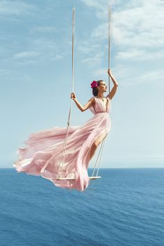Natalie Portman Flies High In Norman Jean Roy Images For Harper's Bazaar August 2015 - 3 Sensual Fashion Editorials Paris Chic, Glamour, Norman Jean Roy, Moda Hippie, Bleu Pastel, Mode Editorials, Fashion Editorials, Prom Dresses, Summer Dresses