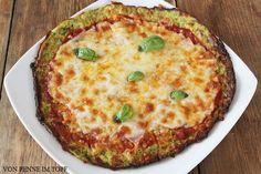 Zucchini Crust Pizza Zucchini Crust Pizza 1 große Zucchini (300 g ohne die abgeschnittenen Enden) 1 Ei 100 g geriebenen Käse (halb Mozzarella halb Parmesan) Salz, Pfeffer