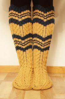 Puuhaneuvos: Hiitolan sukat Cool Socks, Awesome Socks, Slouchy Hat, Knee Socks, Knitting Socks, Leg Warmers, Mittens, Knitting Patterns, Knitting Ideas