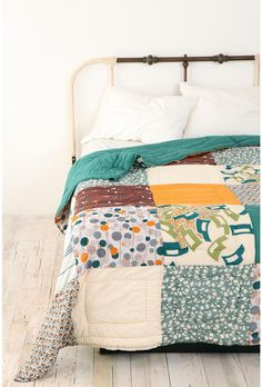 swedish landscape patchwork quilt i love this quilt. and the headboard. Patchwork Quilting, Quilts, Le Logis, Headboard Designs, Headboard Ideas, Quilt Modernen, Diy Headboards, My Dream Home, Quilt Patterns