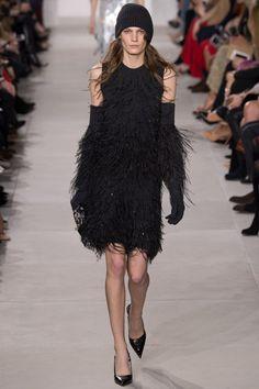 Платье украшенное страусиными перьями, Майкл Корс 2016-2017