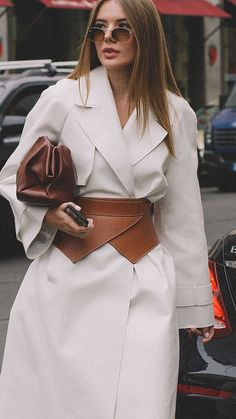 12 Ways to Pull Off Leather this Fall from Fashion Week Street Style Fashion Belts, Fast Fashion, Look Fashion, Fashion Outfits, Womens Fashion, Fashion Trends, Milan Fashion, Leather Fashion, Fall Outfits