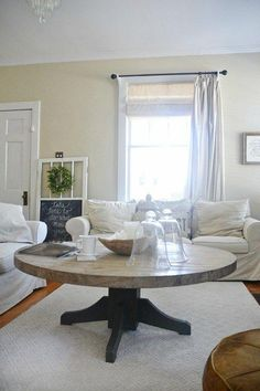 DIY round coffee table - Cut down a round dining room table to make a coffee table! Fixer Upper Style Living Room, Rooms Home Decor, Living Room Decor, Round Dining Room Table, Modern Farmhouse Dining Room, Coffee Table, Living Decor, Rustic Dining Room, Diy Living Room Decor