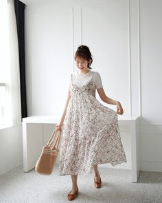 @hannahk2925 Frock Fashion, Modest Fashion, Couture Fashion, Fashion Outfits, Asian Street Style, Korean Style, Korean Fashion Summer, Spring Fashion, Long Skirt Outfits