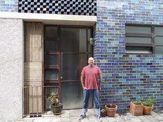 Grand Designs Australia - South Melbourne house - Greg Saunders used bricks he glazed himself to get the amazing blue tonal effect. Love it, great episode. Grand Designs Australia, Brick Cladding, Brickwork, Grand Designs New Zealand, Grand Designs Houses, Rustic Deck, Brick Bedroom, Glazed Brick, Australia House