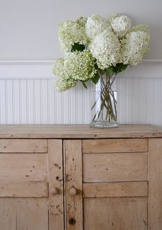 You can have a vase like this for weeks, with Hydrangea Limelight.
