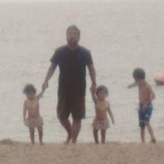 【subarukannaaina.mama】さんのInstagramをピンしています。 《長男→5歳、長女・次女→2歳3ヶ月  湯野浜海水浴場&温泉に来ました♪  お気に入りの1枚♪  #2歳#2歳3ヶ月#5歳#兄妹#海#湯野浜 #双子姉妹#双子#一卵性#一卵性双生児#双子コーデ #twins#twinstagram#instatwins#twinssisters #kids#instakids#kidsinsta#instachild #ふたご#ツインズ#ツインガールズ #ママリ#ママリツインズ#ベビフル #コドモノ #mamanoko#コズレ#kids_japan》