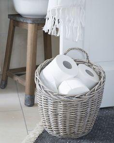Toilettenpapier im Korb