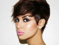 coupe-courte-cheveux-chatin-marron-fille-aux-levres-roses-claires-maquillage-yeux-de-chat