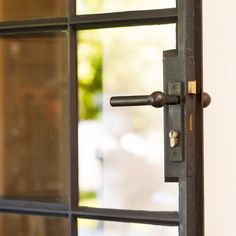 stalen-deuren-landelijke-stijl-keukeneetkamer