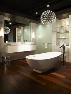 Bathroom lighting ideas: Bathroom with hanging lights over bathtub ...