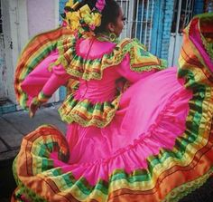 Stunning Jalisco Folklorico Dancer Skirtwork