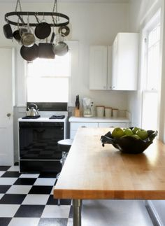 Feng Shui Tips To Decorate with the Color Black: Black and White: The Yin Yang Dance